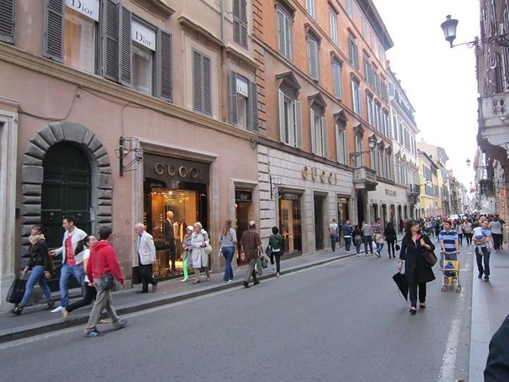 خیابان Via Dei Condotti