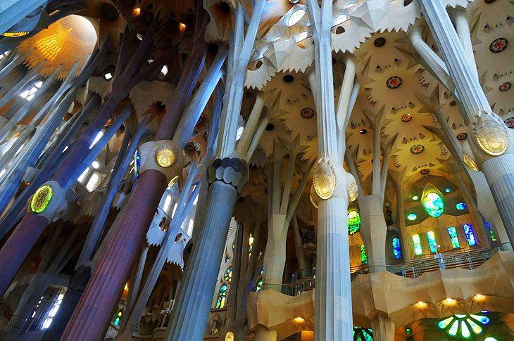 کلیسای ساگرادا فامیلیا و آثار آنتونی گائودی، بارسلونا - جاهای دیدنی اسپانیا
