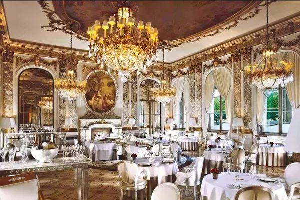 یک غذای خوشمزه در بهترین رستورانهای پاریس فرانسه