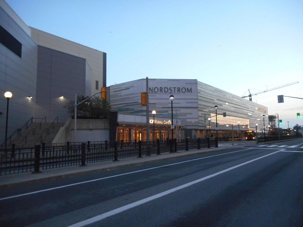 مرکز خرید CF Rideau Centre، اتاوا