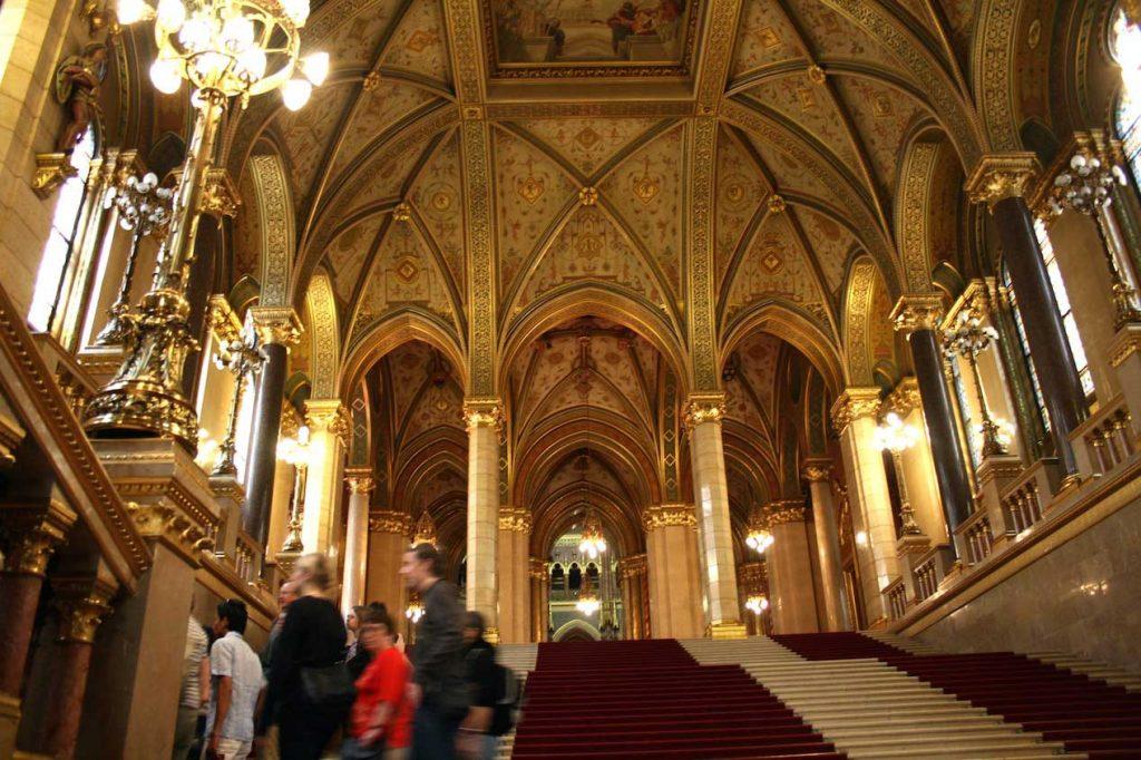 فضای داخلی ساختمان پارلمان بوداپست
