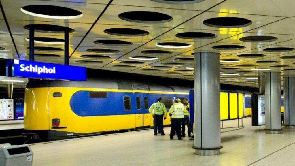 حمل و نقل عمومی به فرودگاه آمستردام