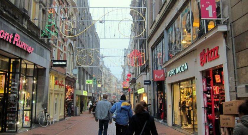 خیابان Kalverstraat - مراکز خرید آمستردام