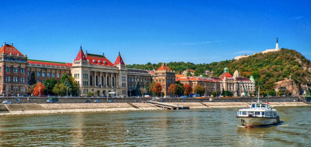 دانشگاه بوداپست