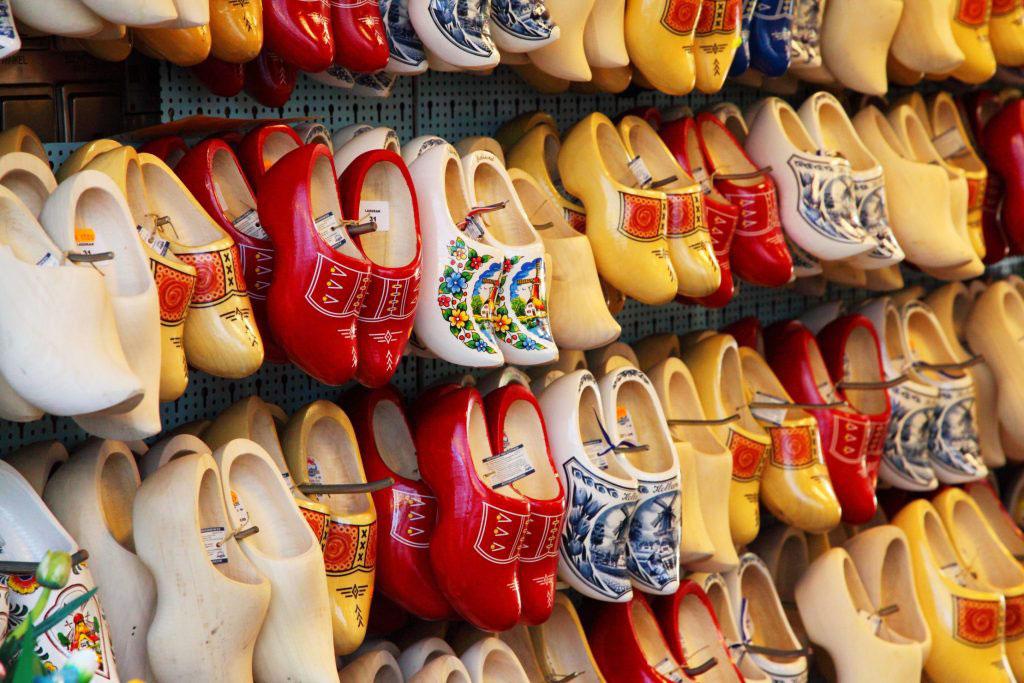 کفش چوبی