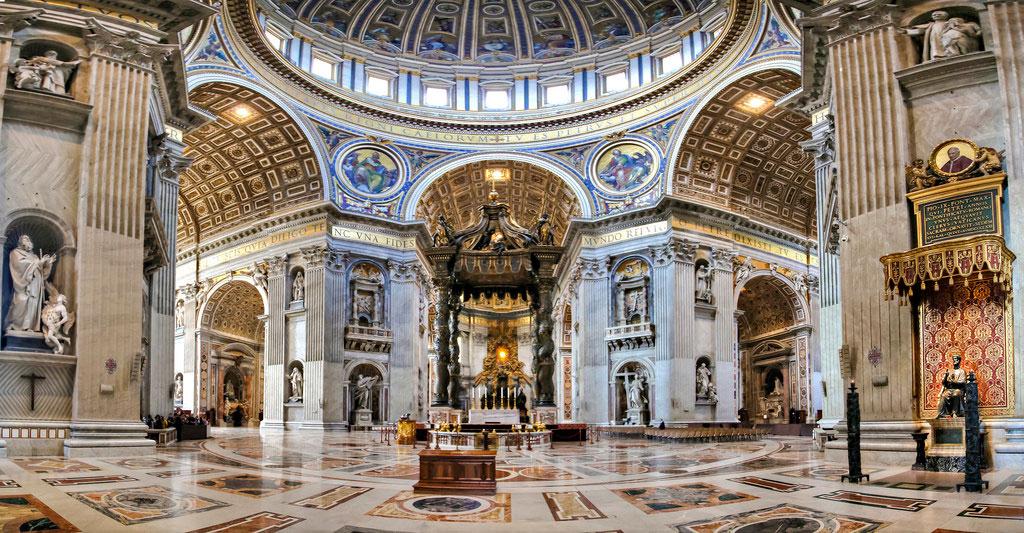 فضای داخلی کلیسای سنت پیتر واتیکان