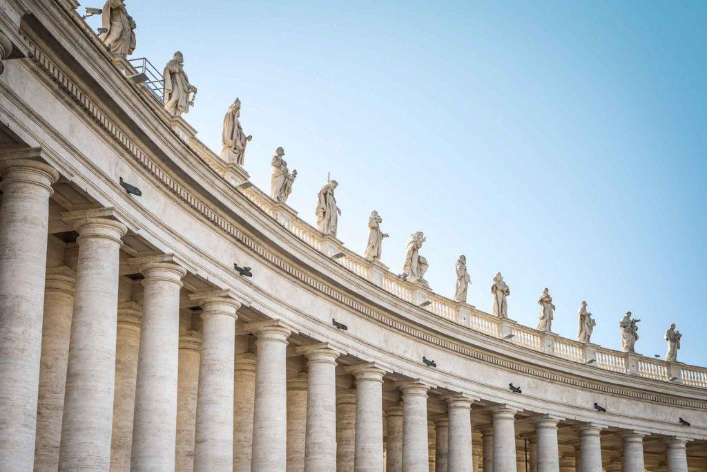 مجسمههای قدیسان