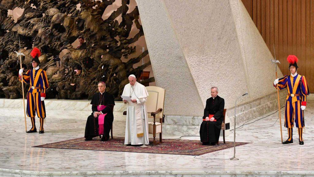 پاپ، رهبر کلیسای کاتولیک و واتیکان