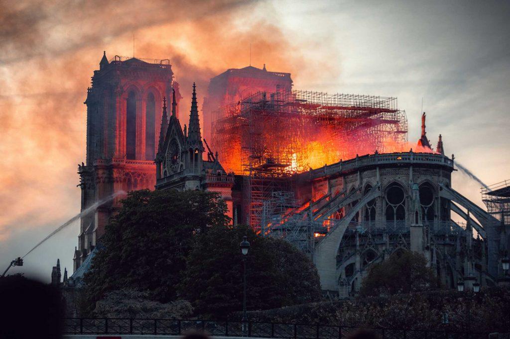 آتش سوزی کلیسای نوتردام پارسی