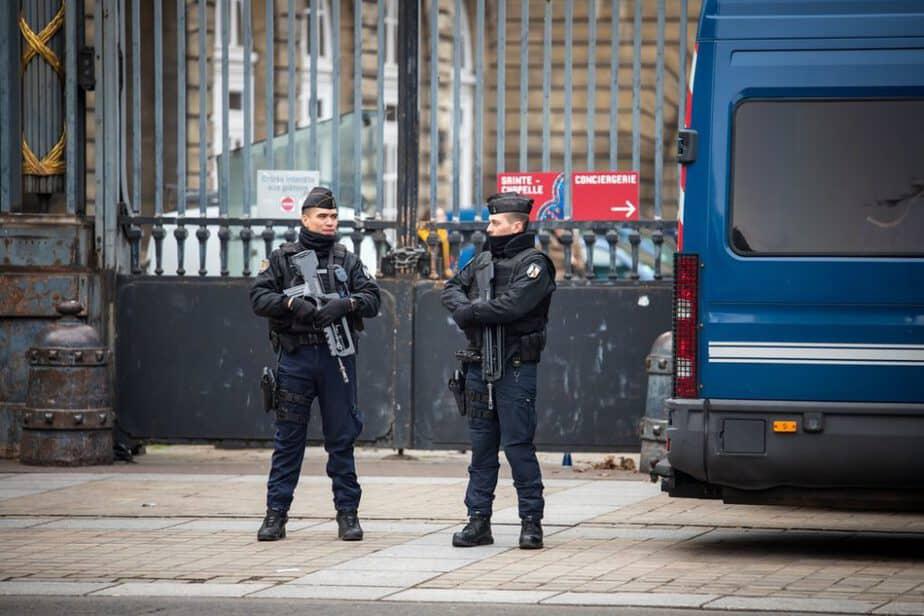 عکس گرفتن از پلیس جرم است!