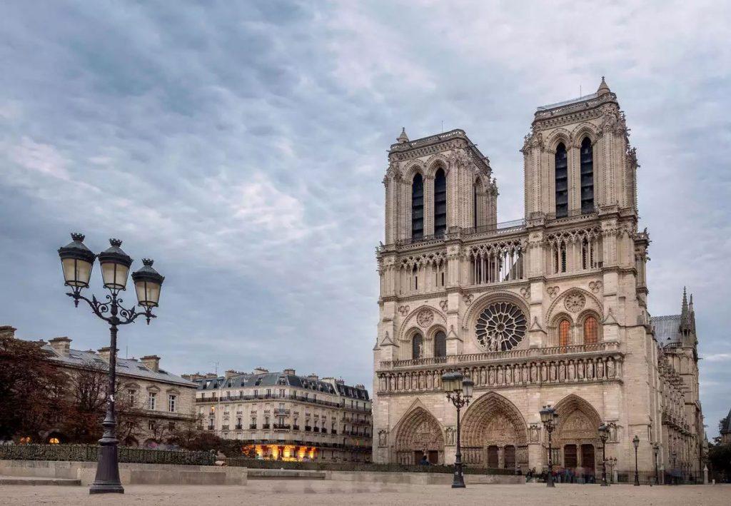 نمایی از کلیسای نوتردام پاریس