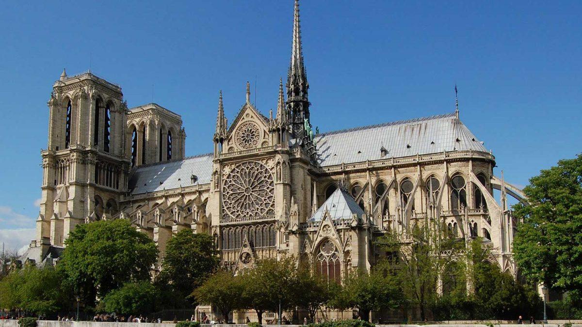کلیسای نوتردام پاریس، زیبای در آتش