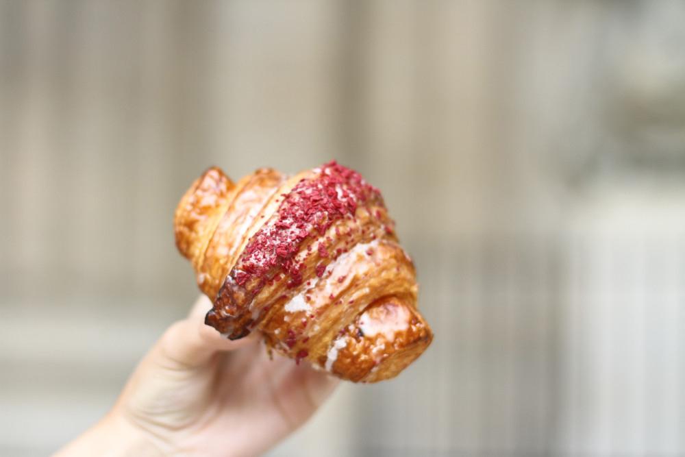 CROISSANT- شیرینیهای پاریس
