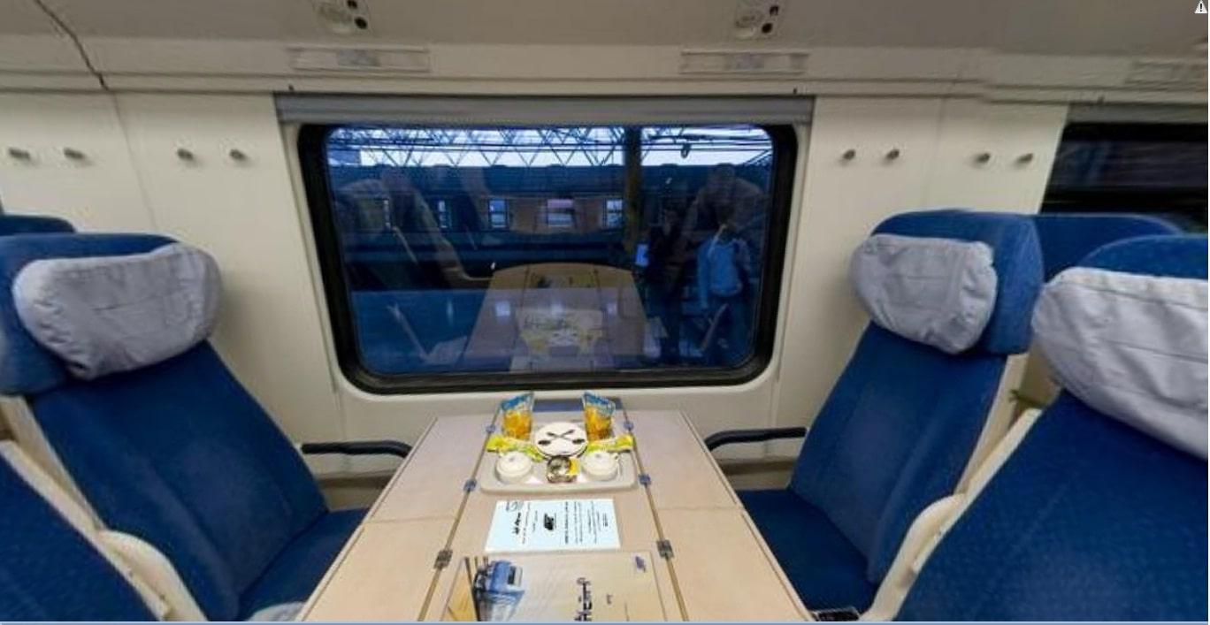 Pardis Seat Hall Trains