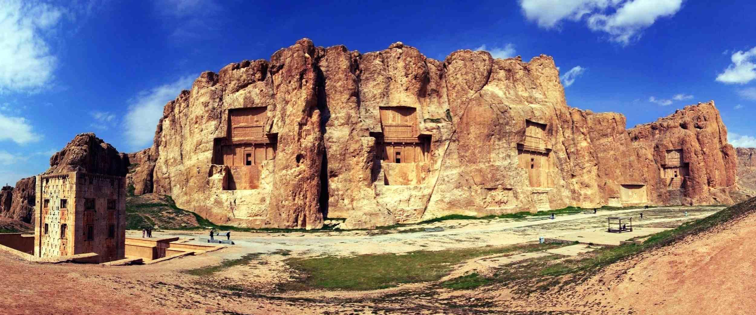 Naghsh-e Rostam, Necropolis